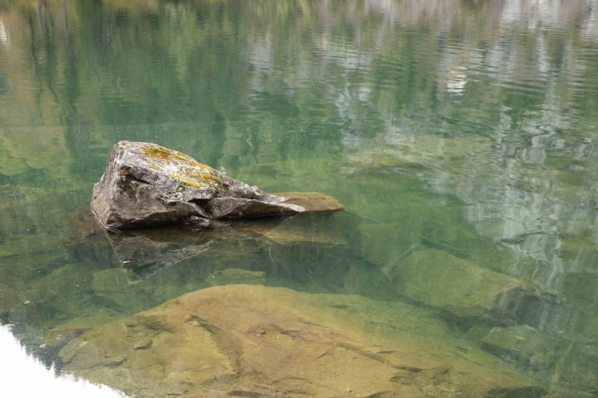Polarizing-filter-to-reduce-water-reflections-example-2