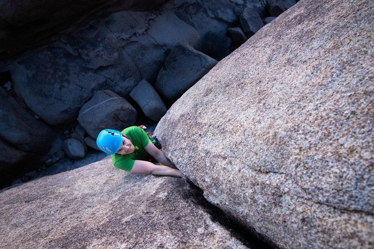 candid-outdoor-adventure-photography-rock-climbing